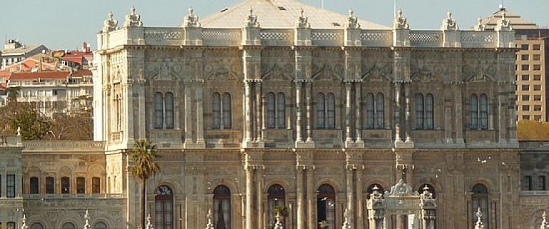 Bósforo e Palácio Dolmabahçe em iate privado